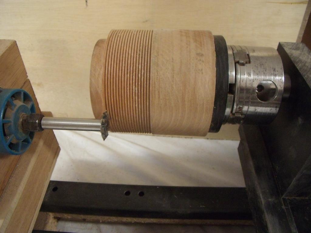 Comment faire un filetage avec le tour bois tournage sur bois - Fabriquer un tour de potier ...