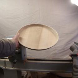 grand plat en tournage sur bois