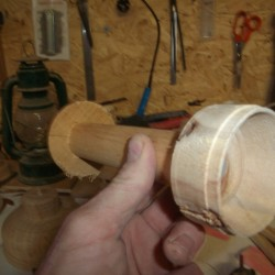 tourner une lanterne en bois